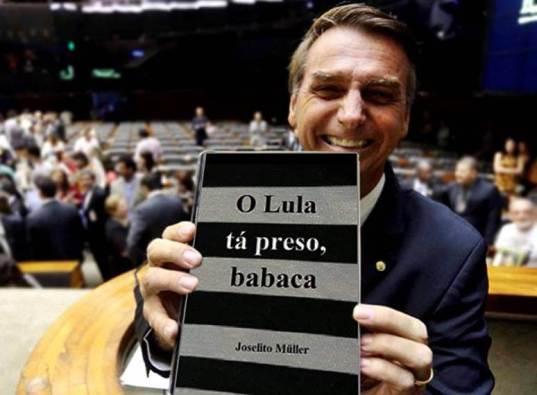 Bolsonaro-com-o-livro-do-Joselito